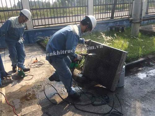 Vệ sinh két giải nhiệt máy nén khí Hitachi